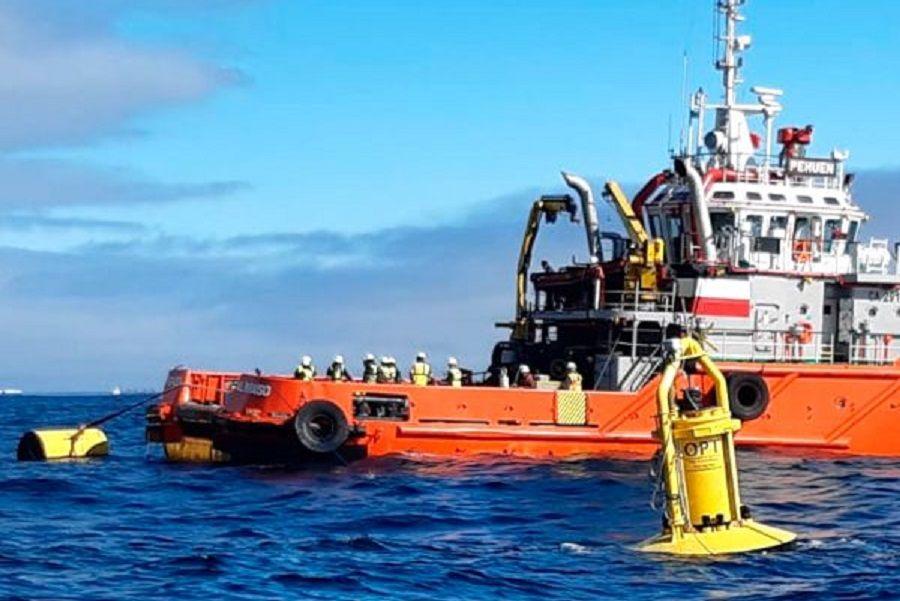 Investigadores UACh integran equipo que instaló el primer convertidor de energía marina a escala real en las costas de la región de Valparaíso